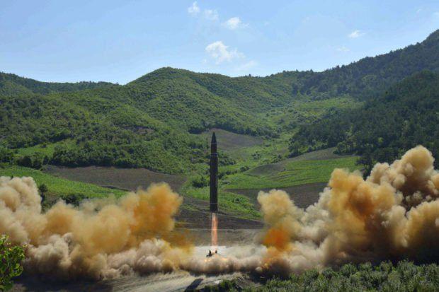 Noticias de la semana en Corea: el misil intercontinental del Norte, las ofertas de diálogo del Sur, dos anuncios divertidos y más cosas.