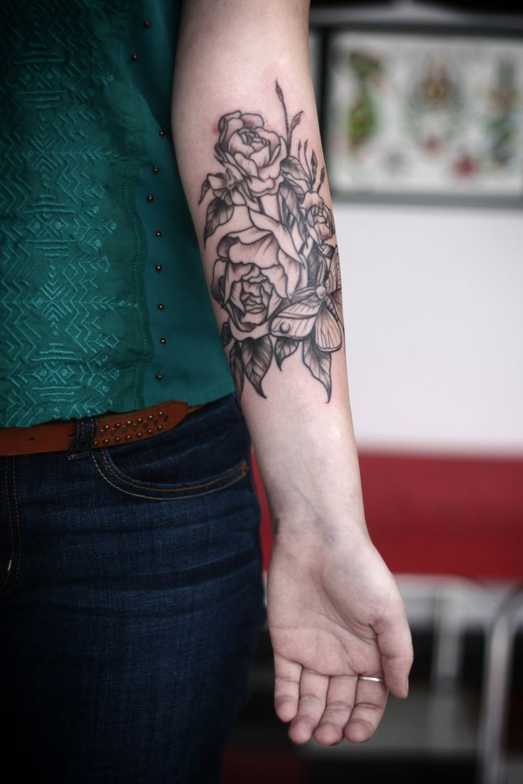 El clasico tattoo - Black And White Flower Tattoo