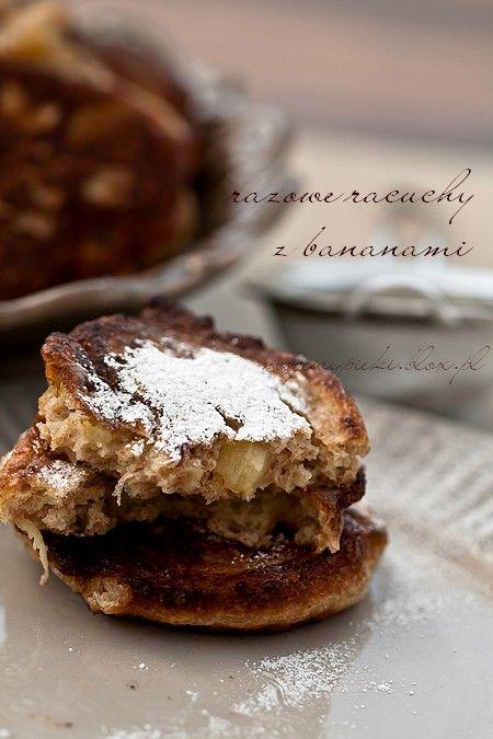 RAZOWE RACUCHY Z BANANAMI Wholemeal pancakes with bananas Wholemeal crêpes à la banane Integral panqueques con banano Frittelle di farina integrale con le banane