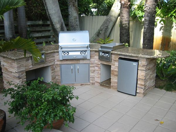 Barbeque picnic built in outdoor grills outdoor kitchen for Backyard built in bbq ideas