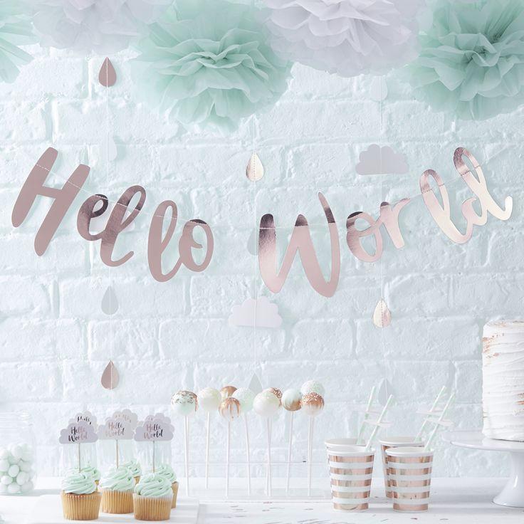 Wunderschöne Girlande mit dem Schriftzug Hallo World in rausgeholt als tolle Dekoration für eine Babyparty. Hello World Girlande bei www.party-princess.de