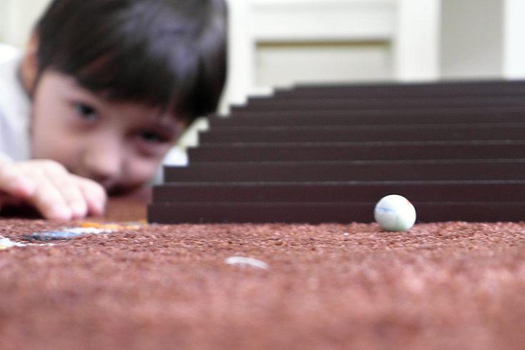 Hnedé schody Montessori herničky každý utorok | Monteskolka.sk