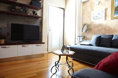 Semprelegno - Mobile porta TV e mensole finitura laccato... | Facebook #custom #furniture #madeinitaly #design #livingroom #livingroomfurniture #bespoke #interior #design #designfurniture #interiordesign #homedecor #home #inspiration