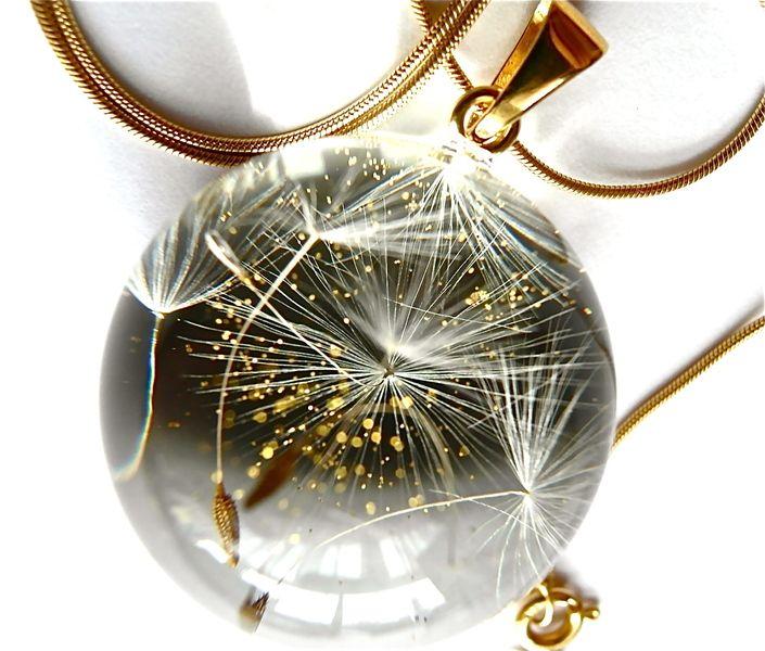 #niezchinzpasji Naszyjnk z żywicy i nasion dmuchawca-złoto-3cm w Grol Jewellery na DaWanda.com