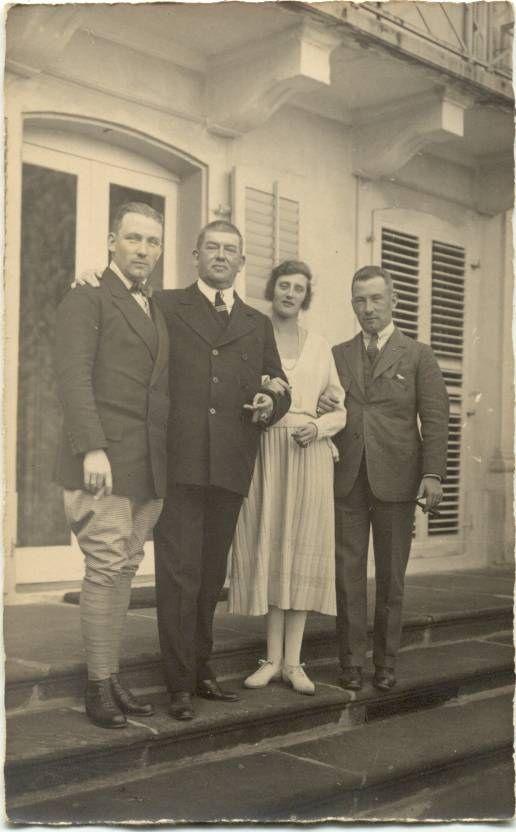 Fürst Wilhelm von Hohenzollern-Sigmaringen mit seinen Kindern, 1921