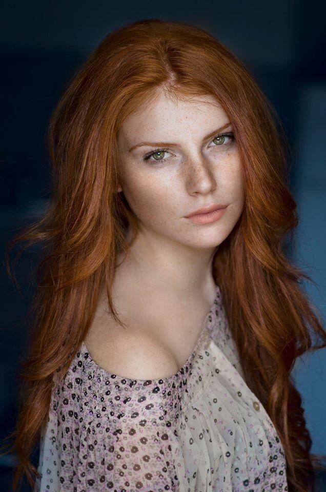 Stunning redhead babe
