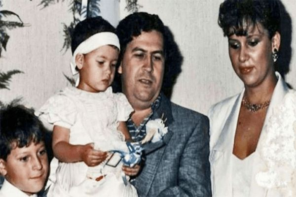 Pablo was in love with Maria Victoria Henao but their relationship was not approved by Henao family so they eloped in the year 1976. Henao was just 15 and Pablo was 26 when the pair got married.