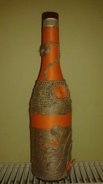 Bottles, sticla imbracata in sfoara de iuta