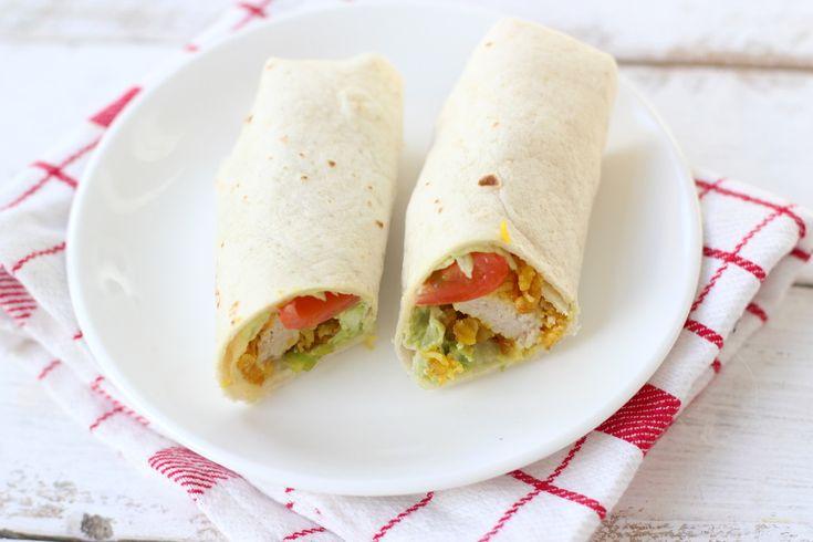 Op zoek naar een lekker, simpel en snel maaltje? Maak dan eens deze Mexicaanse wraps met guacamole, sla en kip. Super lekker en snel klaar!