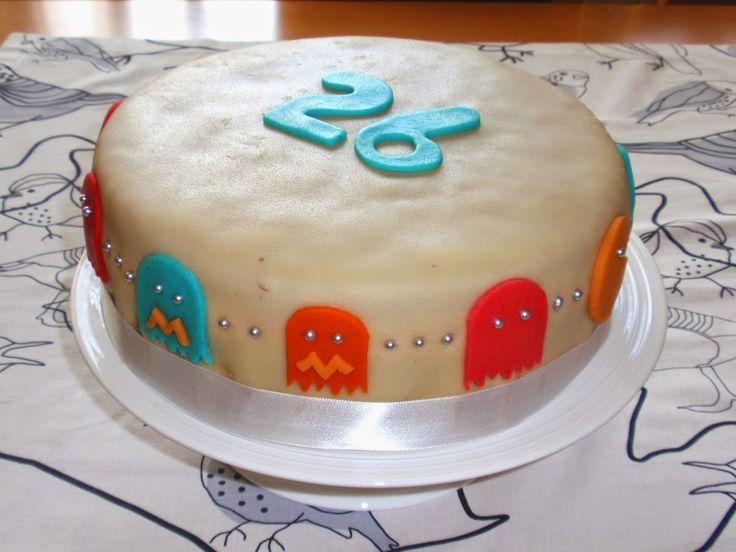 Aneta Goes Yummi: Kokosová torta s lesným ovocím potiahnutá marcipán...