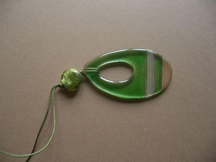 Deze mooie design ketting is van glas en op traditionele manier gemaakt in Chili. Hij is verkrijgbaar in verschillende kleuren en te combineren met een prachtige oorbellen met hetzelfde design.Onze mooie glazen sieraden worden gemaakt in een klein familie bedrijfje in La Reina, Chili. Marcela Cofre…
