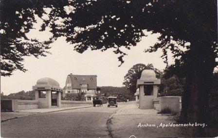 Gelopen in 1934. Uitgave Hagen's Bazar, Arnhem.