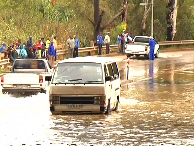 Soweto, ECape Floods | A taxi is stuck in a flooded section of New Canada Road in Soweto following heavy rains in Gauteng province. This is one of the main roads that link the former township and Johannesburg. 20 April 2013. | Photo eNCA