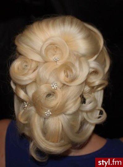 Fryzury ślubne włosy: Fryzury Długie Ślubne Kręcone Upięcie Blond - KatarzynaKa - 2569897