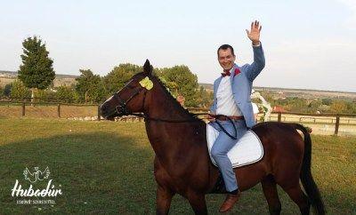 Szabadtéri esküvői játékok - lovaglás, lovagoltatás (ceremóniamester a lovon) / Wedding MC on the horse