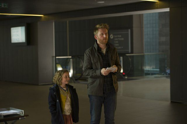 Still of Tom Goodman-Hill and Pixie Davies in Humans (2015)
