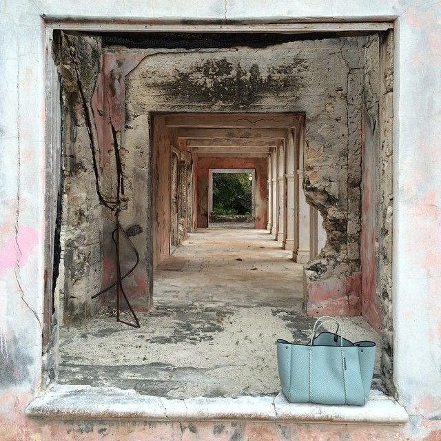 The haunted house which was too beautiful to stay away from #bahamas #harbourisland #stateofescape