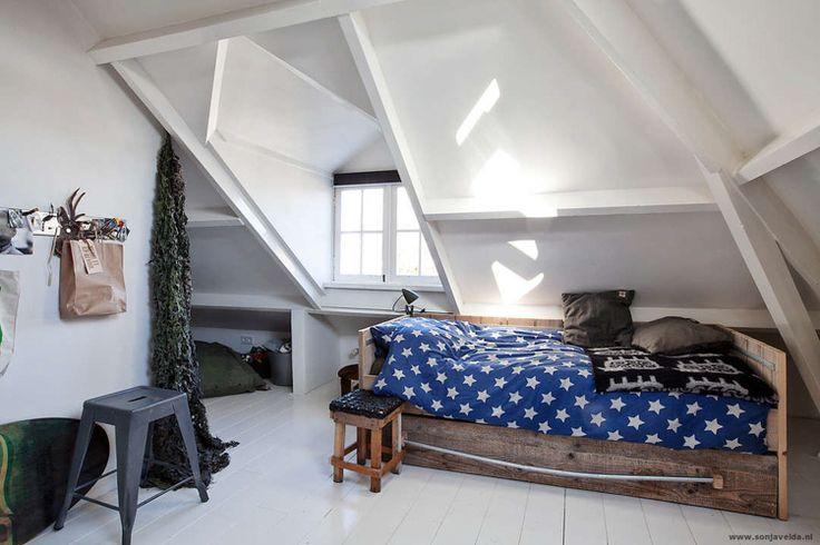 25 beste idee n over kleine zolder op pinterest kleine zolder appartementen lofts en zolder huis - Idee amenagement zolder klein volume ...