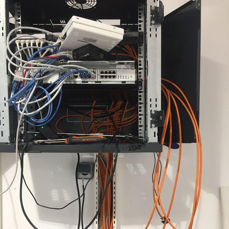 Chantier réseau informatique et télécoms chez Les Maisons 3M #network #networking #telephone #telephony #patchpanel #patchbay #patchfield #jackfield #routing #router #switch #computer #computernetworking #computernetwork