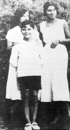 Georges Brassens avec sa soeur Simone et une jeune voisine