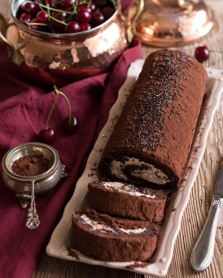 #pinarsdesserts  #Çikolatalı güzel birşey 😋🍫 . . Chocolate Swiss Roll 🍫 . . . #chocolate #swissroll #huffingtontaste #beautifulcuisines #hautecuisines #thekitchn #f52grams #howisummer #foodphotography #foodstyling #cake #birthdaycake #beautiful @thefeedfeed #feedfeed #canonphotograpy #chefstalk #foodandwine #thisisfall #eattheworld #foodgawker #foodwinewoman #onmytable #eattheworld #tastingtable #newyear #canonturkiye #bakefeed #tv_stilllife #celebratesummer