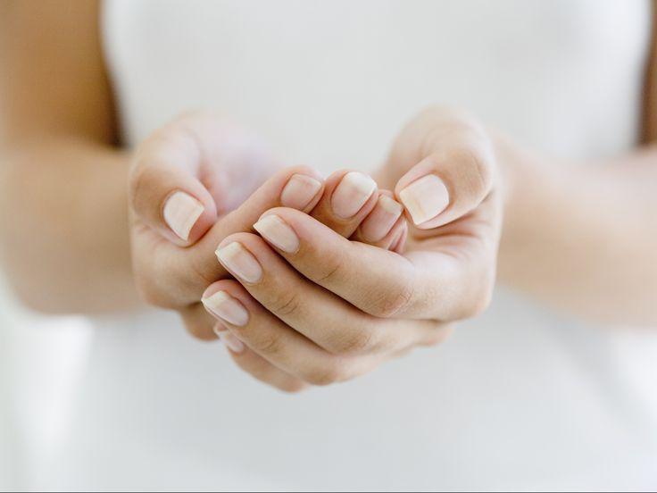 L'unghia naturale (ben curata), è un must di quest'inverno. I consigli dell'esperto, i device e i prodotti più nuovi per mani 'chic