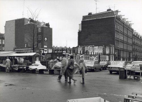 Dapperstraat hoek Reinwardtstraat te Amsterdam, Nederland mei 1979. De Dappermarkt.