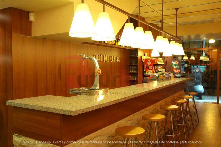 Diseño de la barra del Café del Centre. Luces bajas y luminosidad para ambientes más sociales. Proyecto realizado por futurbar.com