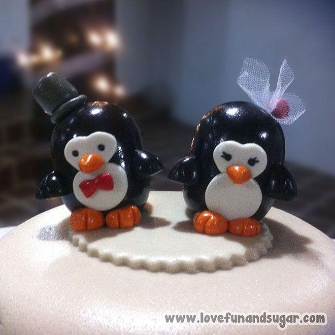 Torta de Boda Civil: TINA Y YOSHI. Love, Fun and Sugar.  Detalle de los pingüinos ubicados en la parte superior de la torta. #torta #tortas #weddingcake #wedding #lovefunandsugar #yummy #ñomi #dessert  #dulces #postres #bake #baking #cook #cooking #cake #cakes #pastries #pasteleria #patisserie #cocina #sugar #sweet #delicious Link-> http://www.lovefunandsugar.com/2015/10/torta-de-boda-civil-tina-y-yoshi.html