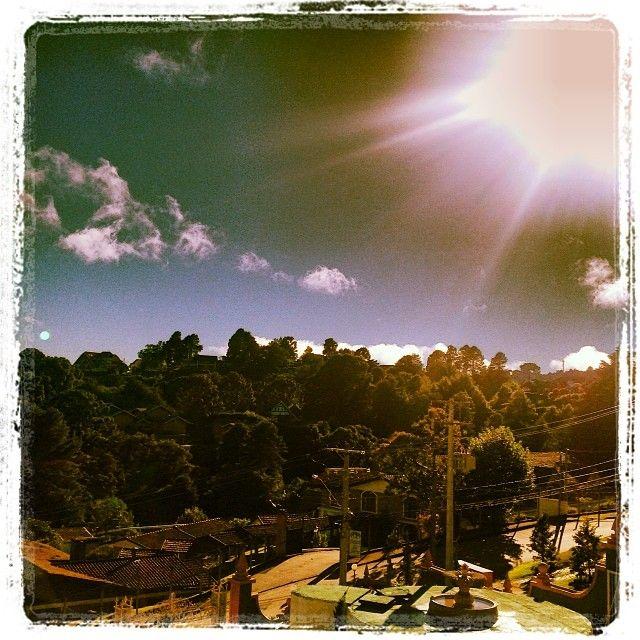 O amanhecer fotográfico de hoje é do leitor @rodcav, de Campos do Jordão. Ele nos enviou a foto pelo Instagram com a hashtag #AmanhecerEstadao.   A quinta-feira começou com o céu encoberto em São Paulo. Estão previstas pancadas de chuva à tarde e à noite. Veja a previsão para todo o País em http://www.estadao.com.br/tempo.E na sua cidade, como está o tempo? #previsãodotempo
