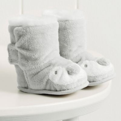 Unisex Snowy Penguin Booties from The White Company.. Cute, huh? @amandalabrie