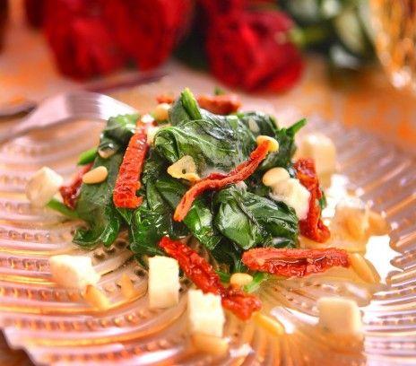 Szpinak z gorgonzolą - Przepisy. Szpinak z gorgonzolą to przepis, którego autorem jest: Magda Gessler