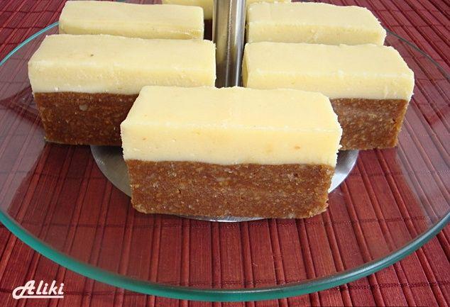 Sastojci   za tamni deo  500 g. mlevenog keksa  250 g. margarina ili maslaca  200 g. secera  3 dcl. vode  100 g. cokolade  200 g. mleven...