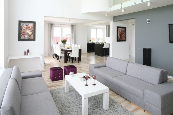 Szara kanapa w pokoju: 20 najładniejszych aranżacji wnętrz  - zdjęcie numer 2