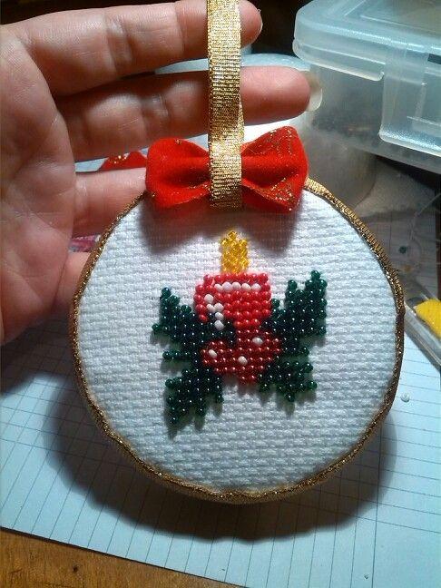 Ricamo di perline Natale,candela con bacche rosse ed agrifoglio