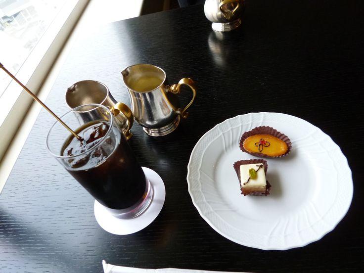 "Lounge Club InterContinental, ""GRAND INTERCONTINENTAL""(Hotel), Yokohama, Japan (Aprile)"