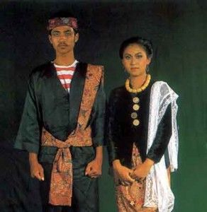Traditional cloth of Madura island. Madura Island is an island in the province of East Java. Clothing typical Madura called pesa'an. This outfit is too simple because only a red and white striped shirt and baggy pants. For women's clothing in Madura also use the kebaya.