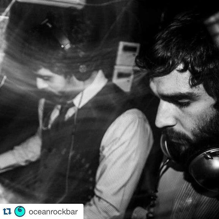 Crápulas de Malasaña venid! Hoy acogemos el fiestón primer aniversario de @deivhook con música en directo y djs hasta las 3:30. A esa hora llegan nuestros amigos del @oceanrockbar para poner a bailar a lo mejor de cada casa hasta las 5:30... #Repost @oceanrockbar  Esta noche vuestros #OceanRockDjs vuelven a pinchar en casa. A partir de las 3:30 en la @maravillasclub :) #DrinkDifferent #Malasaña #jueves #Madrid #MaravillasClub #OceanRockDjs #djs #conciertos #sesiones by maravillasclub