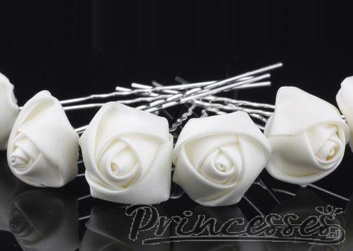 Haarspelden die op roosjes lijken. Zo kun je in je gevlochten haar mooie pinnen verwerken op een nog leuker effect. Leverbaar in verschillende kleuren  #wedding #love #trouwen #bruiloft #inspiratie #inspiration http://www.princesses.nl/haarpin-roosje