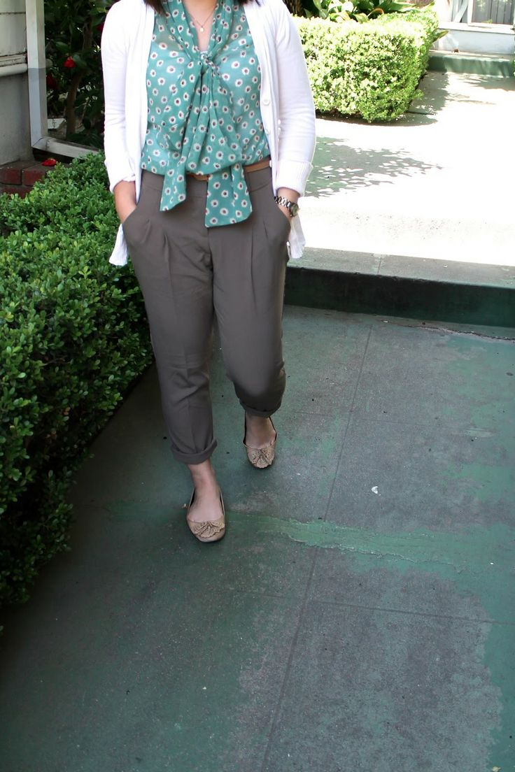#spring outfit idea for work: high-waisted trousers + flowy floral blouse + cardigan