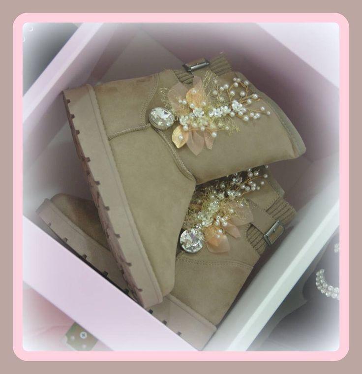 Χειροποιητα μποτακια στολισμενα με χειροποιητα μποτιφ και κρυσταλλα χρωματα μαυρο και μπεζ νουμερα 36-41 τιμη 45ε #fashionista #storiesforqueens #handmadecollection #handmade #fashion #μοδα #lovemyboots