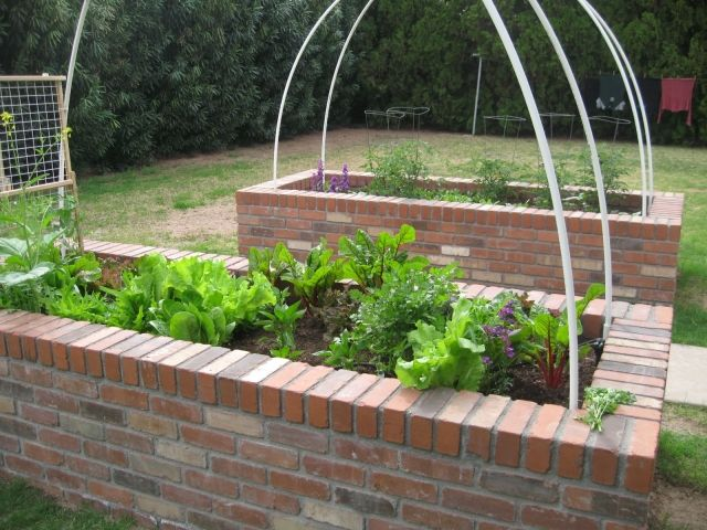Hochbeete Im Garten Bauen 19 Ideen Aus Verschiedenen Materialien Garten Hochbeet Hochbeet Ziegelsteine