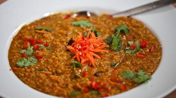 Dahl med røde linser set i programmet Annemad, hvor Spiredon laver den. En dejlig, smagfuld indisk ret, som er nem at lave. Kan også laves med grønne linser