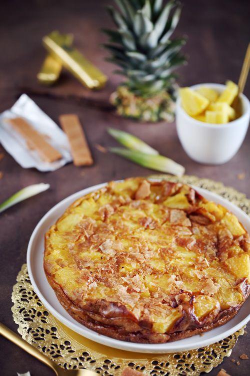 En réalisant mon article sur les recettes à customiser, j'avais donné l'idée d'un clafoutis à l'ananas, vanille et aux crêpes dentelles. Je n'ai pas attend