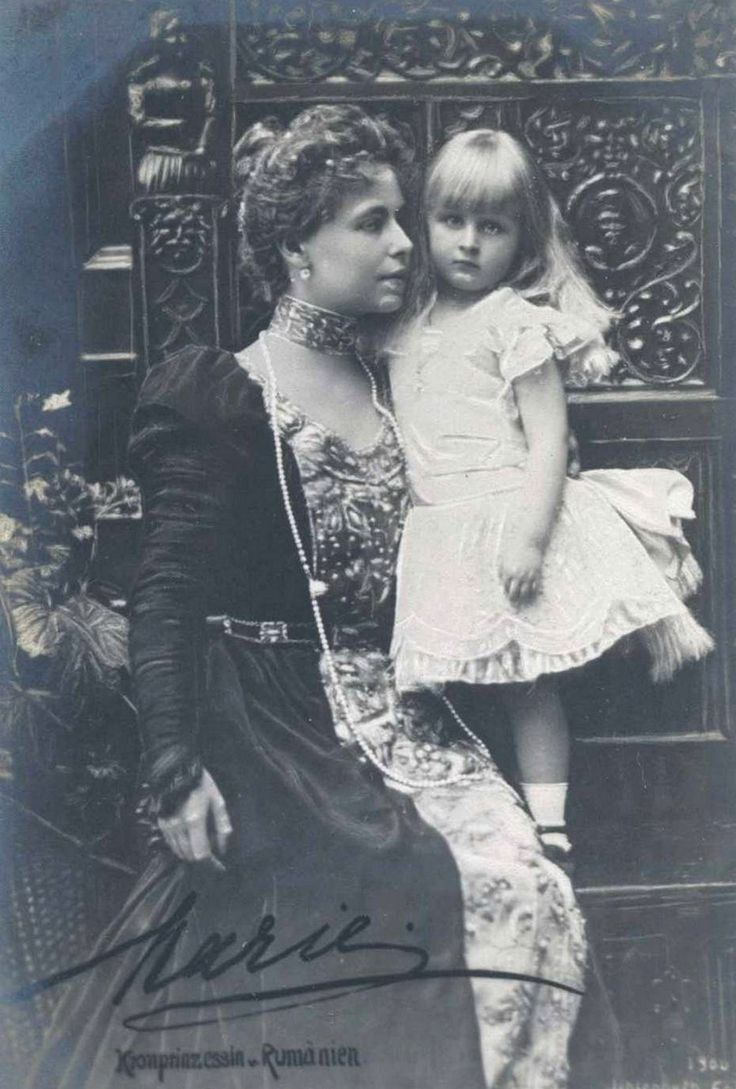 Crownprincess Marie of Romania with daughter Elisabeta. Early 1900s
