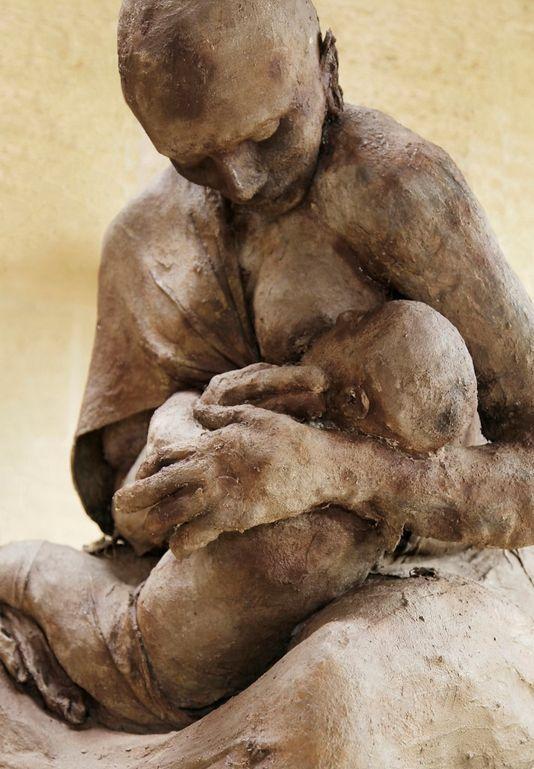"""""""La mère et l'enfant"""", d'Ousmane Sow, décembre 2012."""