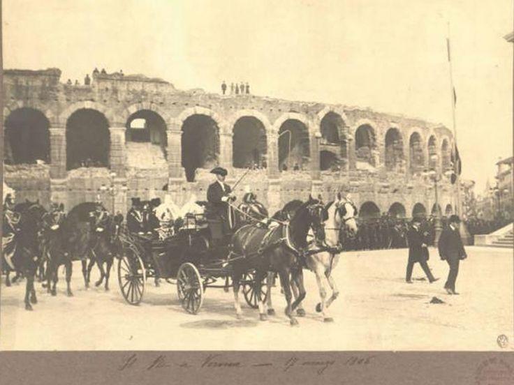 Re Vittorio Emanuele III a Verona in carrozza davanti all'arena il 17 maggio 1906