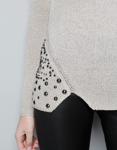 everydaypeacocks:    Studded detail on saucy knit sweater? Yes, please!  (via Timeline Photos)