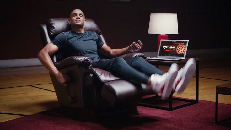 AbanCommercials: Pizza Hut TV Commercial  • Pizza Hut advertsiment  • $7.99 2-Topping Pizza - ft. Grant Hill and PIE TOPS • Pizza Hut $7.99 2-Topping Pizza - ft. Grant Hill and PIE TOPS TV commercial • The best delivery deal is here. Get a large 2-Topping pizza for just $7.99 when you order online. Upgrade to a specialty pizza for only $3 more.