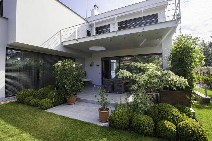Вид на террасу со двора.